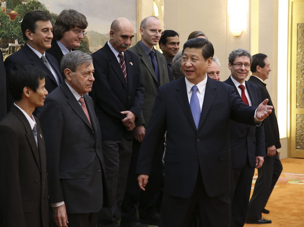 El Presidente Xi Jinping recibo al grupo de expertos extranjeros, entre ellos, el director del CEM-UNAM, Guilermo Pulido González.