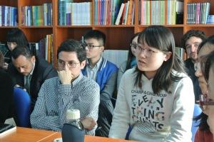 Estudiantes chinos de licenciatura y posgrado de español conversaron con la escritora.