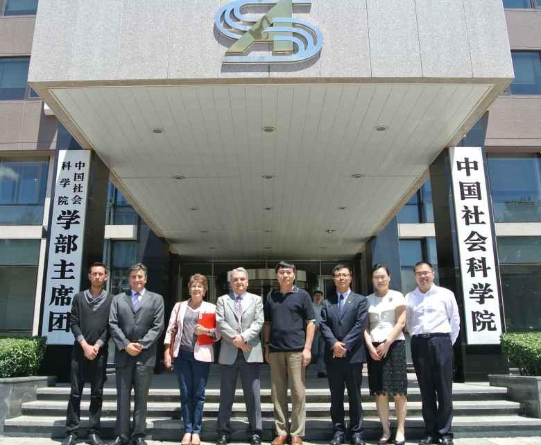La delegación de Posgrado con la Escuela de Posgrado de la Academia China de Ciencias Sociales.