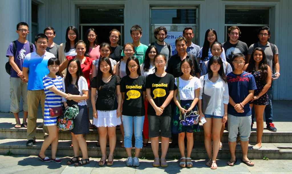 Universitarios grupal