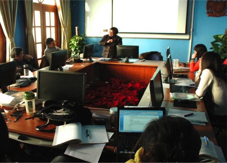 Académica de la UNAM imparte cursos
